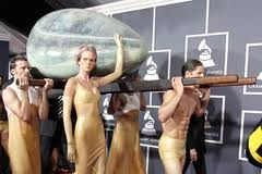 Red Carpet Manners @ The Grammy's 2011 – Volume & Vigor
